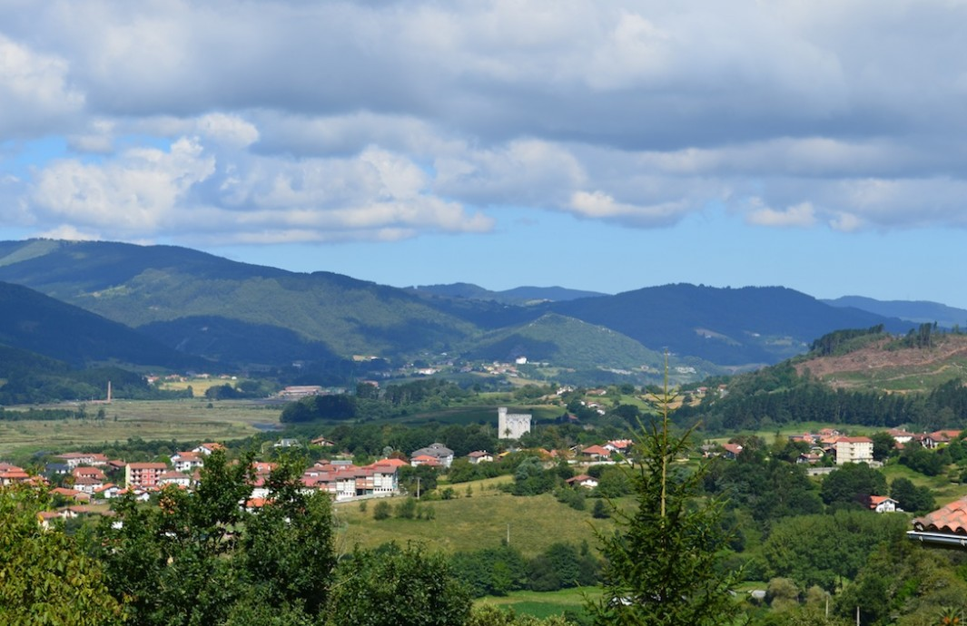 Vistas de Arteaga y Urdaibai desde Santimamiñe