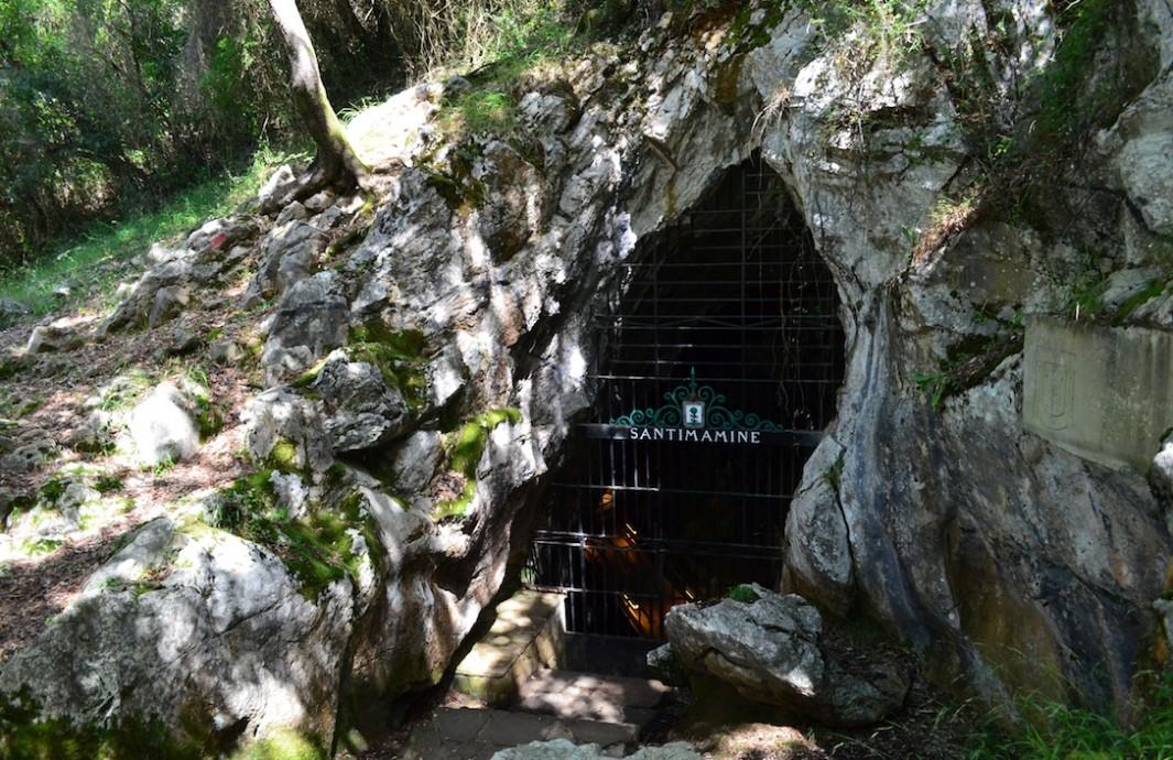 Entrada Cueva de Santimamiñe